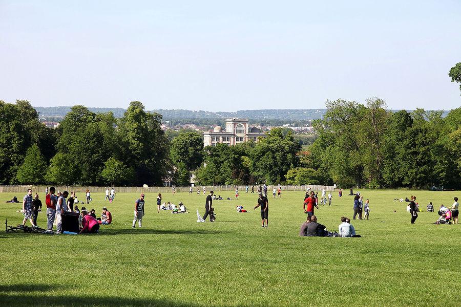 La grande pelouse du Parc de Noisiel